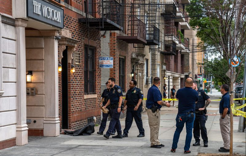 Off-duty NYPD cop shoots himself to death in his Queens home