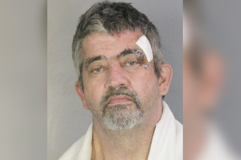 Off-duty L.I. cop wrestles burglar robbing grocery store, ending spree