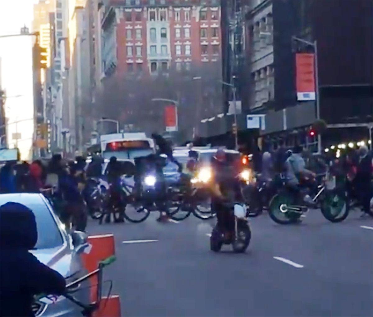 Teen bicyclists attack Manhattan BMW driver after boy injured in mishap
