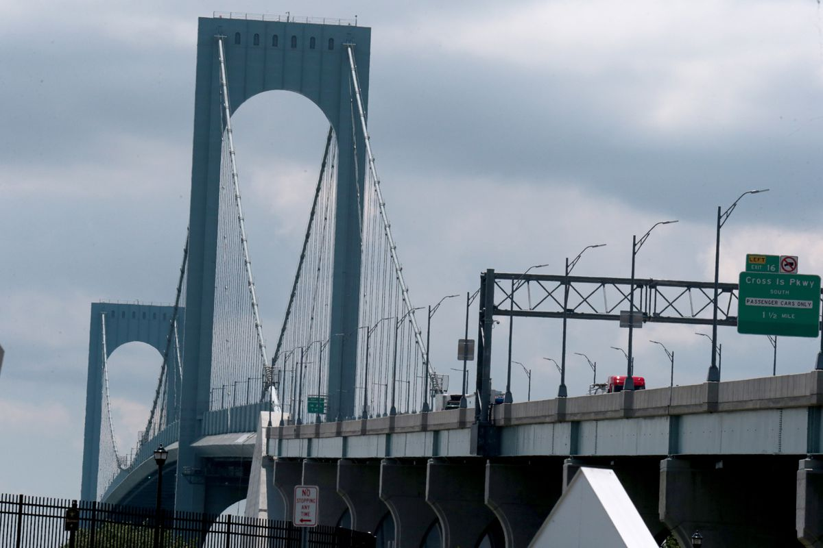 Retired police officer kills self near Whitestone Bridge in Queens