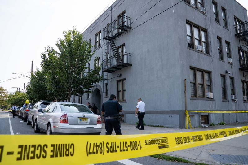 Man shot to death on Brooklyn street