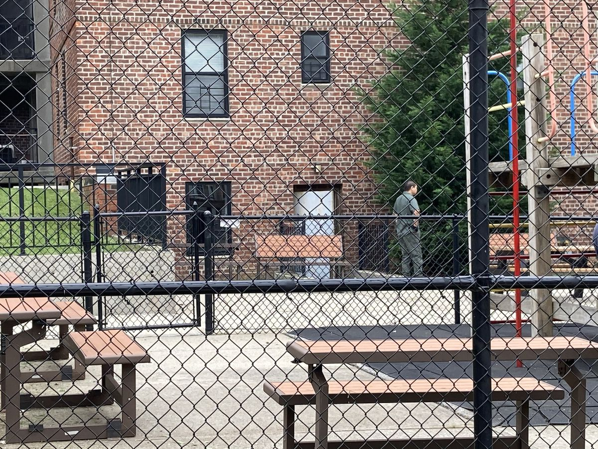 Inmates from Brooklyn federal lockup paid low wages to do handiwork at apartment complex for jail staff